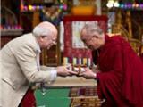 Hoa Kỳ: Đức Dalai Latma Trao Tặng 1 Triệu USD Cho Viện Nghiên Cứu Thân Và Tâm