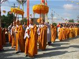 """Lược Ý """"Đắp Y Đội Mão"""" Trong Giới Đàn Phật Giáo Bắc Truyền"""