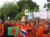Chùm Ảnh:  Hàng Trăm Nhà Sư Thái Lan Biểu Tình Phản Đối Đánh Bom Khủng Bố Ở Bồ Đề Đạo Tràng