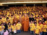 Trung Hoa: Gần 2000 Người Nghe Hòa Thượng Tinh Vân Thuyết Giảng Về Hạnh Phúc