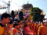 Chùm Ảnh: 1.500 Tăng Ni Tham Gia Lễ Khất Thực Tưởng Niệm 60 Năm Tổ Sư Minh Đăng Quang Vắng Bóng