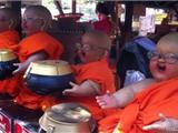 Thùng Quyên Tiền Ở Chùa Thái Lan Khác Việt Nam Như Thế Nào?
