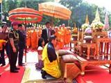 Ấn Độ: Vua Và Hoàng Hậu Bhutan Cầu Nguyện Với Các Nhà Sư Tại Bồ Đề Đạo Tràng