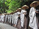 Chùm Ảnh: 630 Nhà Sư Đi Khất Thực Ở Hàn Châu Mừng Ngày Phật Đản