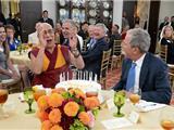 Đức Dalai Latma Hội Đàm Với Tổng Thống Bush Mừng Sinh Nhật Lần Thứ 80 Tại Hoa Kỳ