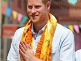 Hoàng Tử Harry Dâng Nến Cúng Phật Tại Chùa Vàng Ở Nepal