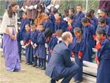 Vợ Chồng Hoàng Tử William Gặp Gỡ Sư Cô Nuôi Dưỡng Trẻ Em Tàn Tật Ở Bhutan