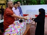 Bangladesh: Các Nhà Sư Phục Vụ Cơm Cho Người Hồi Giáo Trong Mùa Chay Ramanda