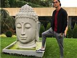 Cầu Thủ Bóng Đá Cristiano Ronaldo Bị Chỉ Trích Vì Đặt Chân Lên Bệ Tượng Phật