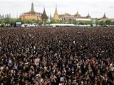 Thái Lan: Hơn 150 Ngàn Người Dân Tưởng Niệm Đức Vua Phật Tử Băng Hà