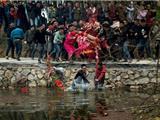 """Trung Hoa: Lễ Hội """"Đánh Phật"""" Cầu Nguyện Năm Mới Và Mùa Vụ"""