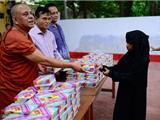 Bangladesh: Tu Viện Phật Giáo Phát Cơm Cho Người Hồi Giáo Trong Tháng Chay Ramadan