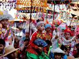 Thái Lan: 50 Chú Bé Xuất Gia Làm Hoàng Tử  Dễ Thương Như Phật