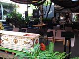 Thái Lan: Uống Cà Phê Và Trải Nghiệm Cuộc Sống Trong Quan Tài