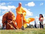 Dựng Tượng Đại Phật A Di Đà Cao 21 Mét Tại Chùa Việt Nam Ở Canada