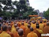 Hàng Ngàn Tăng Ni Phật Tử Huế Đội Mưa Cung Tống Kim Quan HT Thích Trí Quang