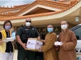 California: Chùa Quang Minh Việt Nam Trao Tặng 4000 Khẩu Trang Vải Chống Dịch Covid 19