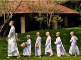 Các Sư Cô Không Được Xuất Gia Và Tôn Kính Ở Thái Lan