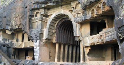 Những Ngôi Chùa Cổ Bên Trong Những Hang Động Tuyệt Đẹp Ở Ấn Độ