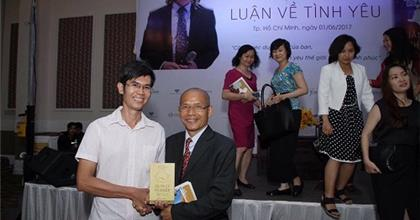 Doanh Nhân Trẻ Đặng Quang Trí Và Dự Án Cho Đi 10 Ngàn Quyển Sách Quản Lý Nghiệp