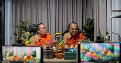 Thái Lan: Hai Nhà Sư Trở Thành Ngôi Sao Mạng Xã Hội Vì Sử Dụng Ngôn Ngữ Hài Hước Của Giới Trẻ